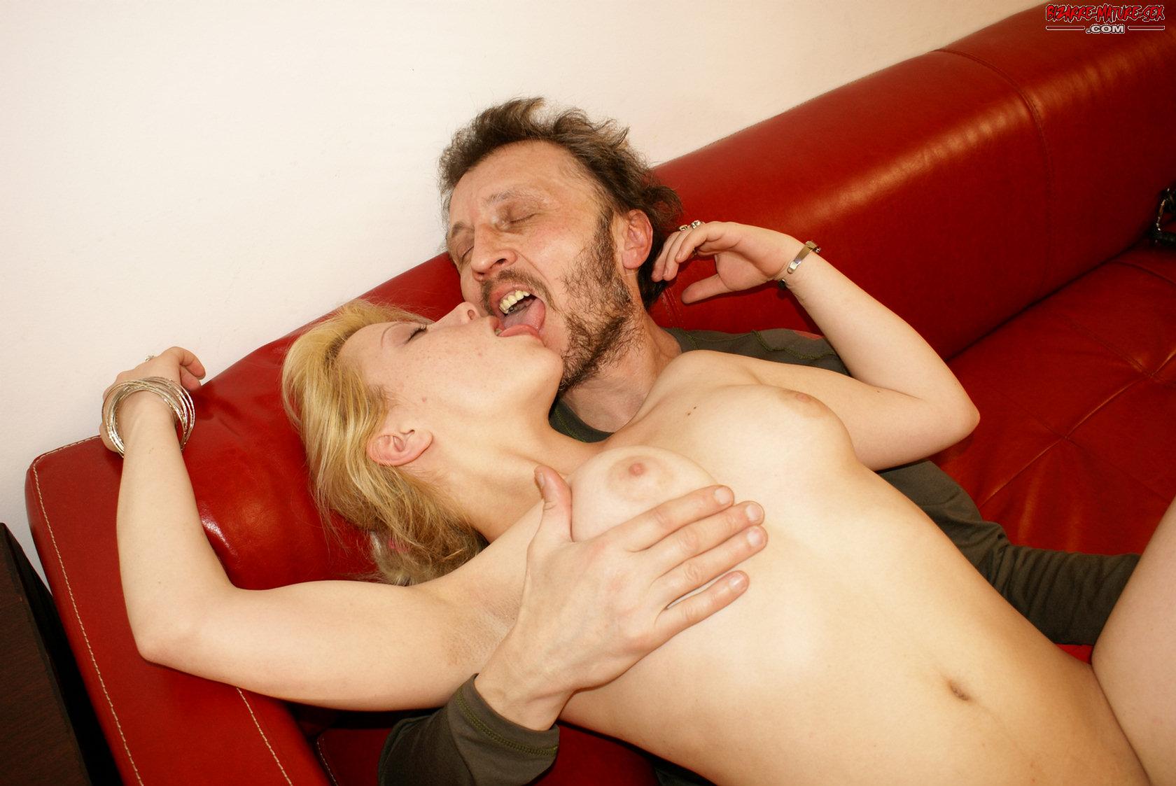 Секс с отцом в диване 23 фотография