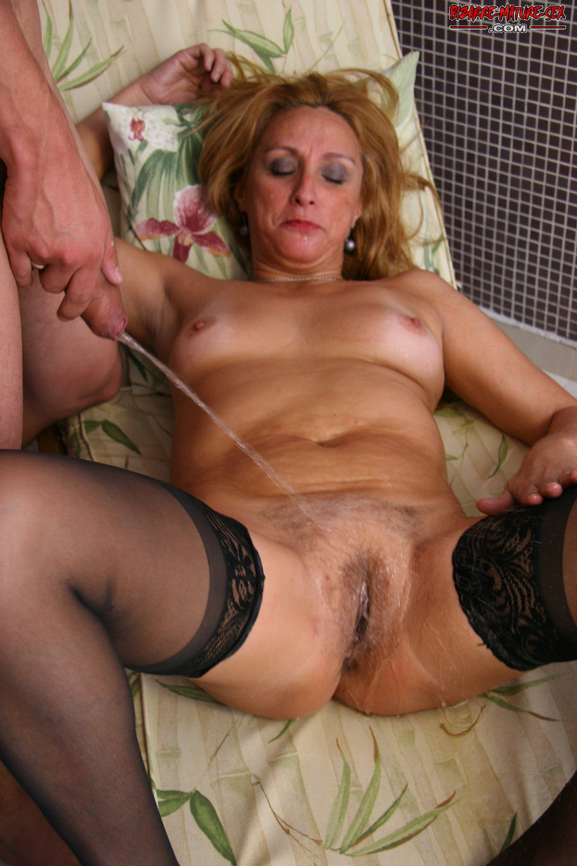 Horny Mature Slut In Sucking Fucking And Pissing Action Granny Nu
