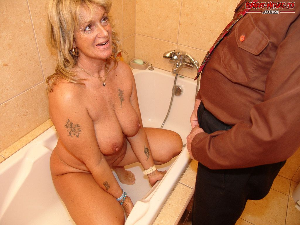 Mature pissing slut