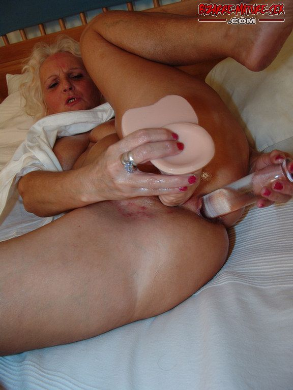 Mature double penetration dildo