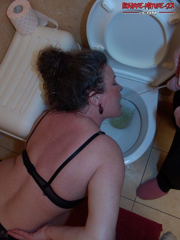 Homemade mature woman bondage