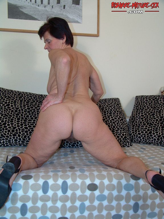 Sexy naked ass gran