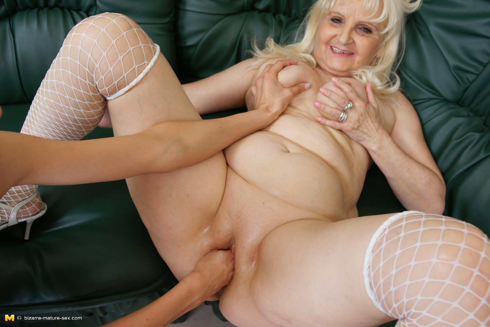 Old grannie getting fisted