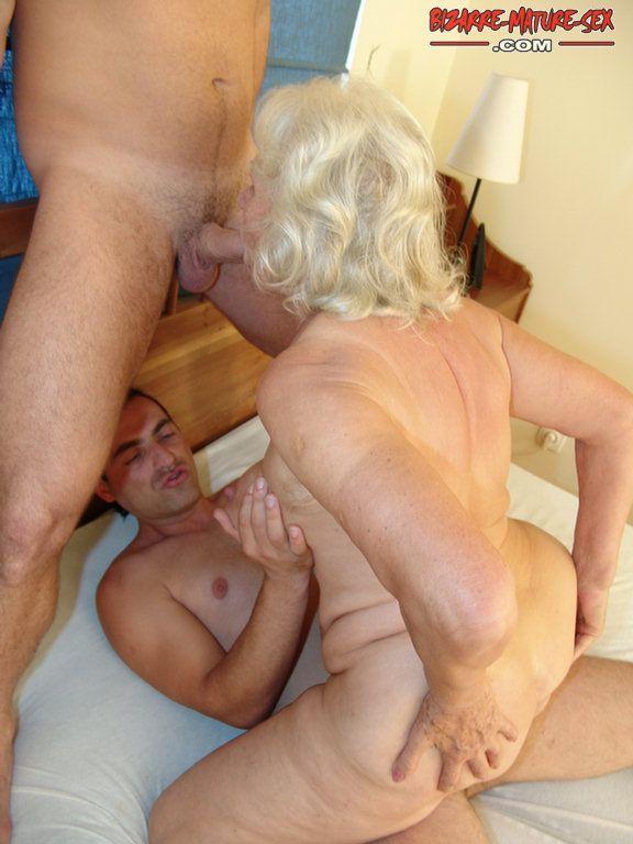 старие бабушки траxает мужиками