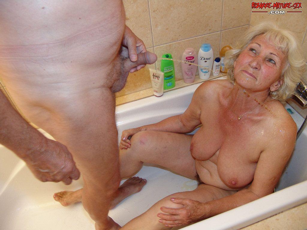 see granny get pissed under - grannypornpics