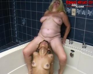 mature lesbian sluts in the bathtub