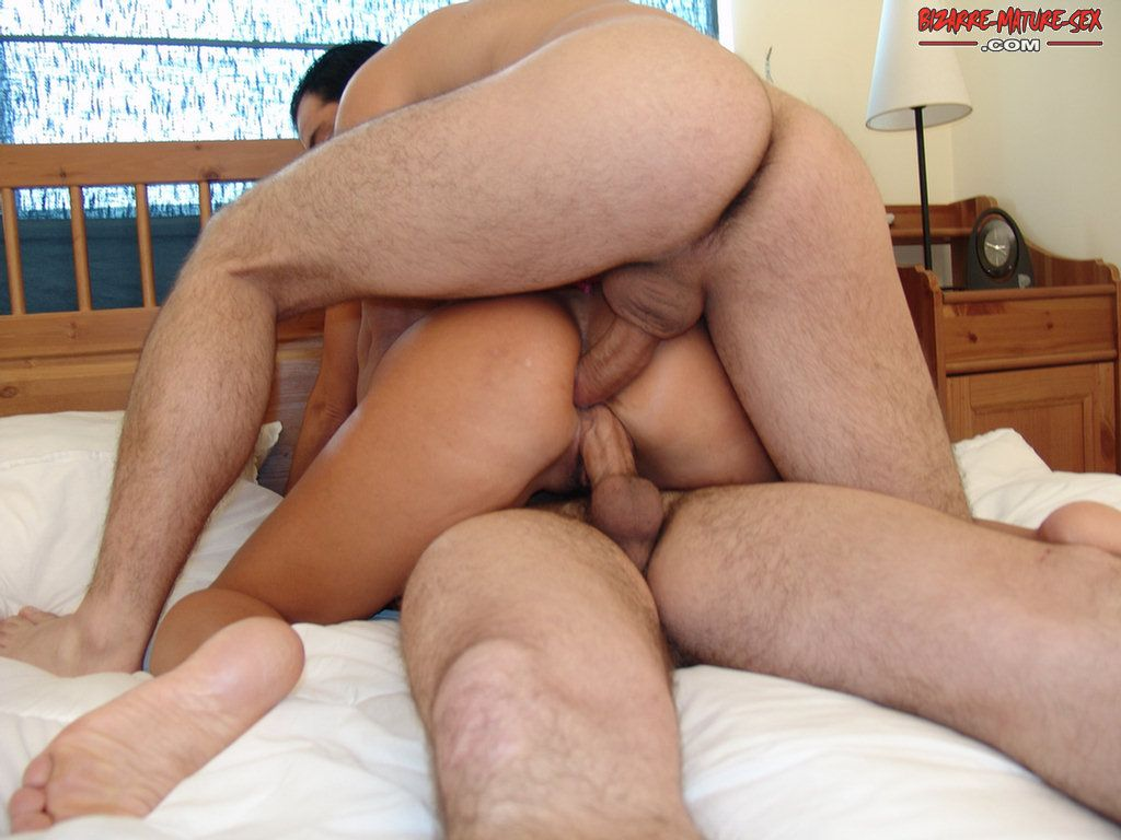 Two Dudes Give Head And Fuck